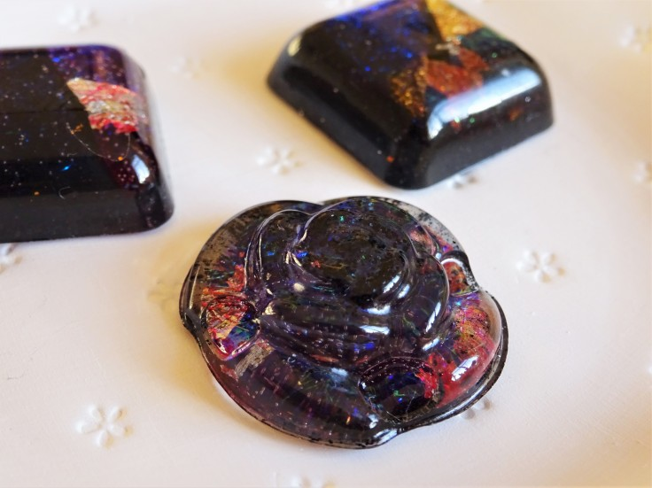 Faux dichroic glass with resin