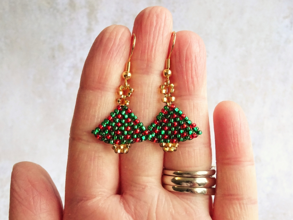 Brick stitch Christmas tree earring tutorial
