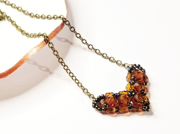 Beaded heart necklace tutorial