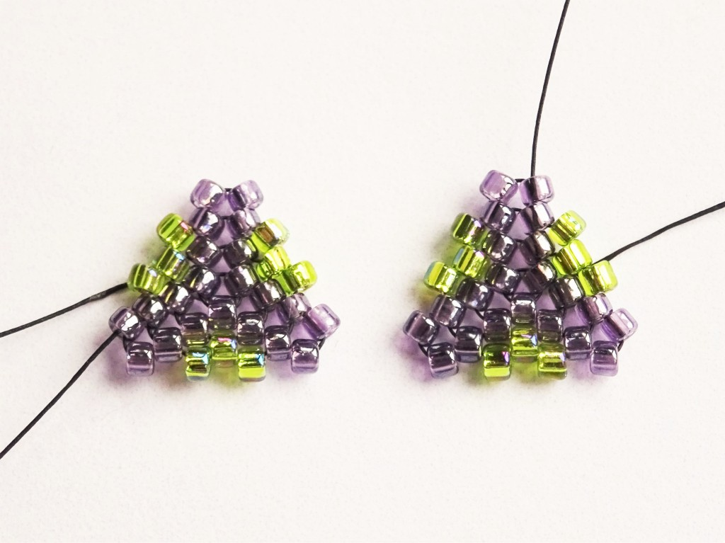 Peyote-stitch-triangle-with-twisted-rope-necklace