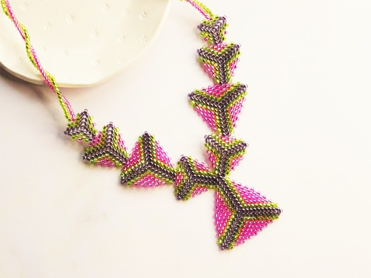 Peyote triangle necklace with twisted rope
